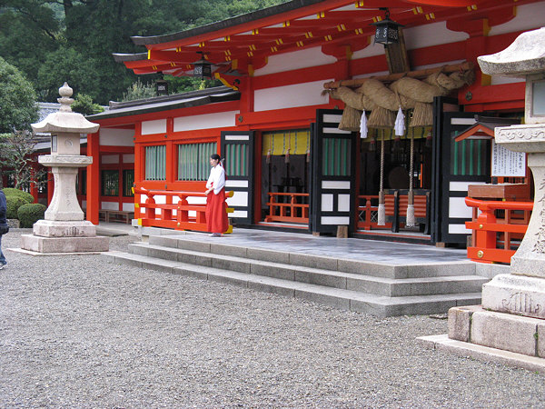 kumano_hayatama_taisha_lanterns
